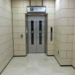 エレベーターで1階へ